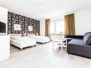 88 Modern center apartment for 5 in Cologne Deutz - Cologne vacation rentals