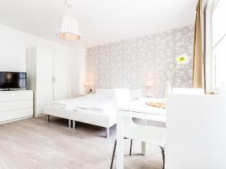 91 Modern Center apartment for 3 in Cologne Deutz - Cologne vacation rentals