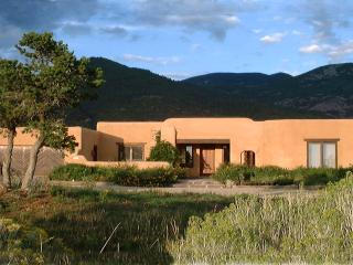Casa Coyote-Adobe Home-Tennis/Indoor Pool/Spa/Ski - New Mexico vacation rentals