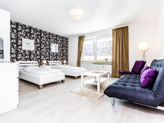 92 Modern Center apartment for 5 in Cologne Deutz - Cologne vacation rentals