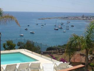 Villa plurifamiliare con piscina a 200 mt. mare - Santo Stefano al Mare vacation rentals