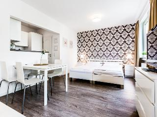 61 Modern, bright apartment in Cologne Höhenberg - Cologne vacation rentals