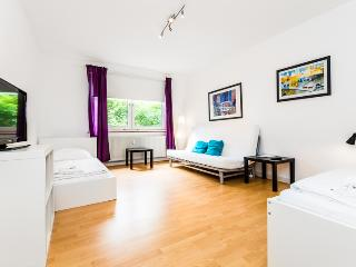 62 Modern apartment for 6 in Cologne Höhenberg - Cologne vacation rentals