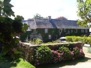 Nice Manor house with Balcony and Grill - Tredarzec vacation rentals