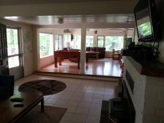 2Lakes, 6BR,WIFI, AC,Pontoon,kayaks,HotTub, beach - Traverse City vacation rentals