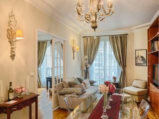 Le Trésor de Montmartre - luxury 2 bed apt. WiFi - Paris vacation rentals