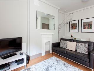 MoLi Cleveland Residence 1 Bed Apt in Fitzrovia - London vacation rentals
