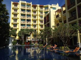Large 1 bedroom condo close to beach & city center - Hua Hin vacation rentals