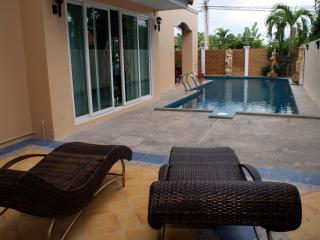 5 bedroom Pool Villa with jacuzzi - Pattaya vacation rentals