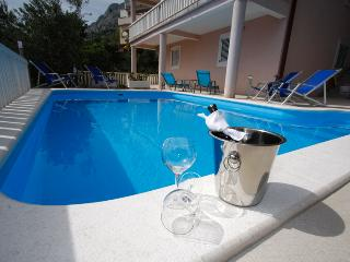 Apartment  E-2B with pool - Omis vacation rentals