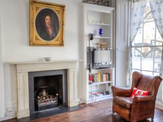 A STYLISH AND COMFORT STUDIO!!! - London vacation rentals