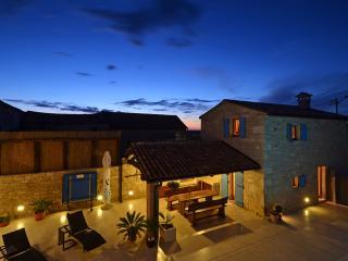 Spacious 5 bedroom Villa in Porec with Internet Access - Porec vacation rentals