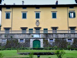 Villa Pandolfini 2 - historical villa apartment at Florence in Italy - Lastra a Signa vacation rentals