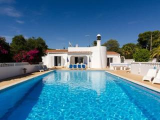 Bright 4 bedroom Carvoeiro Villa with Internet Access - Carvoeiro vacation rentals