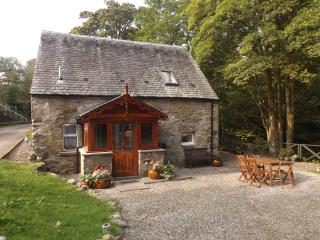 Bright 2 bedroom Killin Cottage with Internet Access - Killin vacation rentals