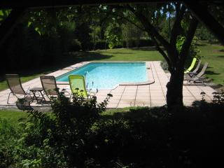 Nice Cottage with Internet Access and Satellite Or Cable TV - Duras vacation rentals