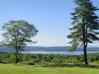 Tranquil Retreat, Stunning Views, Hot Tub, Fire pit, Ping-pong - Glenford vacation rentals