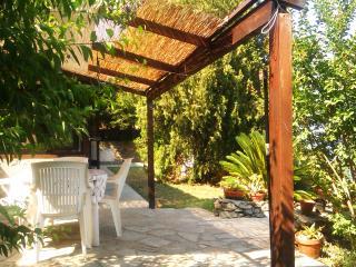 Noli, casa fronte mare con giardino - Noli vacation rentals
