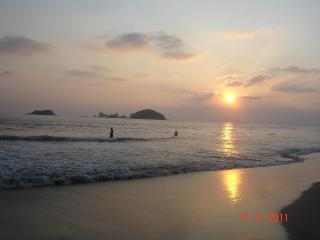 Great Condo, 5min walk to the Ocean! QUINTA PERA - Ixtapa vacation rentals