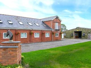 QUARTER COTTAGE, family friendly, country holiday cottage, with a garden in Ledsham, Ref 4251 - Ledsham vacation rentals