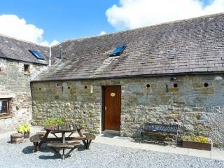 THE BYRE, pet-friendly cottage, off road parking, ideal for families, near Newton Stewart, Ref. 26255 - Newton Stewart vacation rentals