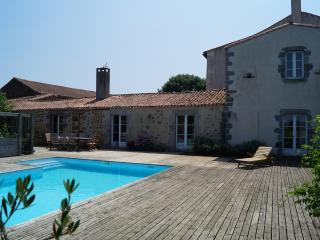 Nice Gite with Internet Access and Dishwasher - Bressuire vacation rentals