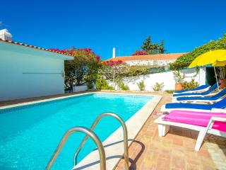 Nice house with pool and big terrace in the centre - Albufeira vacation rentals