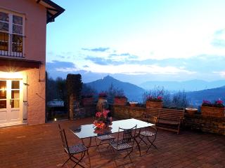 Lovely country villa close beaches & Cinque Terre. - Ortonovo vacation rentals