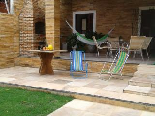Cozy House with Deck and Satellite Or Cable TV in Fortaleza - Fortaleza vacation rentals
