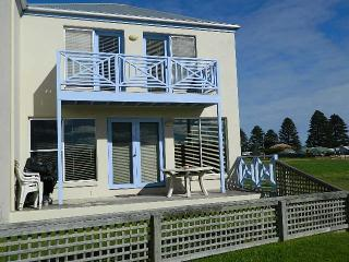Lovely Condo with Dishwasher and Garage - Port Fairy vacation rentals