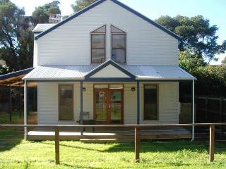 Cozy 3 bedroom House in Port Fairy with A/C - Port Fairy vacation rentals
