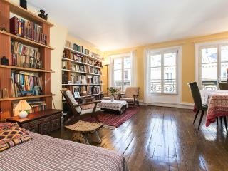 Bright & large 2BR, lively area - P10 - Paris vacation rentals
