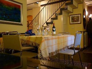 Casa indipendente di 110mq su due piani in centro - Catania vacation rentals