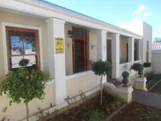 Spacious 4 bedroom House in Grahamstown with Game Room - Grahamstown vacation rentals