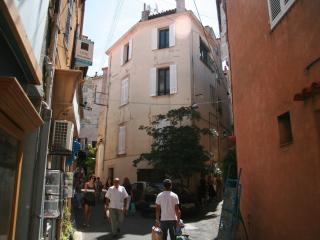 Three-level storey  in the heart of Old Antibes - Antibes vacation rentals
