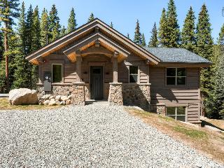 10 min to Main Street, forest surroundings, pet friendly with a river running through the backyard! (gondola parking pass) - Riffel's River Retreat - Breckenridge vacation rentals