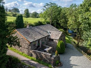 PATTON MILL, detached, WiFi, woodburning stove, feature beams and open stonework, near Kendal, Ref 28221 - Lake District vacation rentals