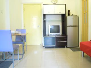 Tidy 2 Bedroom at Mong Kok Close to MTR in Hong Kong - Hong Kong vacation rentals