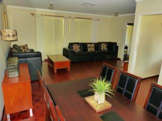 Shady Retreat, Kallaroo, Joondalup, Perth - Kallaroo vacation rentals