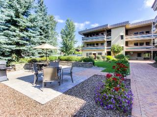 Walk to the lifts from this top floor condo w/pool & hot tub - Ketchum vacation rentals