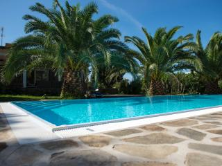 Bright 4 bedroom Stintino Villa with Deck - Stintino vacation rentals