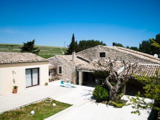 Villa Leuca, natura e relax... - Ragusa vacation rentals