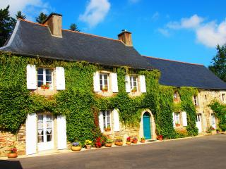 5 bedroom Manor house with Internet Access in Le Quillio - Le Quillio vacation rentals
