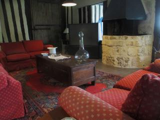 Stunning and spacious house in Annebault, Normandy, with swimming pool and furnished terrace - Annebault vacation rentals
