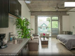 Vintage Gem in the Heart of NW Portland + Bikes! - Portland vacation rentals