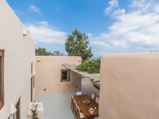 Villa Kisiris, Imerovigli, Santorini, sleeps 8 - Imerovigli vacation rentals