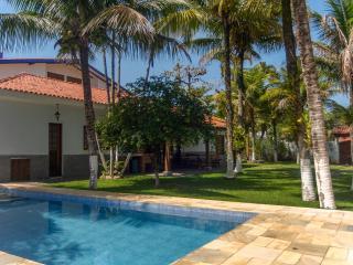 CASA A 30m DA PRAIA DE JUQUEHY COM AR CONDICIONADO - Sao Sebastiao vacation rentals