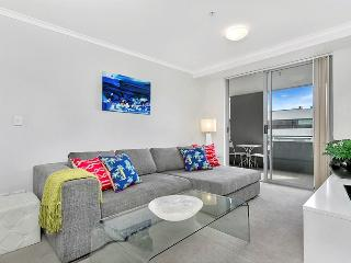L1103 -Great One Bedroom with Study in St Leonards - Sydney vacation rentals