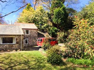 WALDEN POND, stone cottage, garden, woodland setting, close to Par Ref 17175 - Pentewan vacation rentals