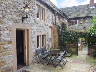 KINGS COURT COTTAGE, heart of town, character cottage, walks nearby in Bakewell, Ref 904647 - Peak District vacation rentals